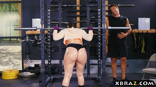 Massive booty health club babe Mandy Muse anal boned after squats